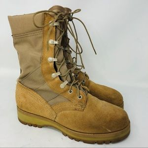 Military tan lace up suede boots Vibram soles 7.5